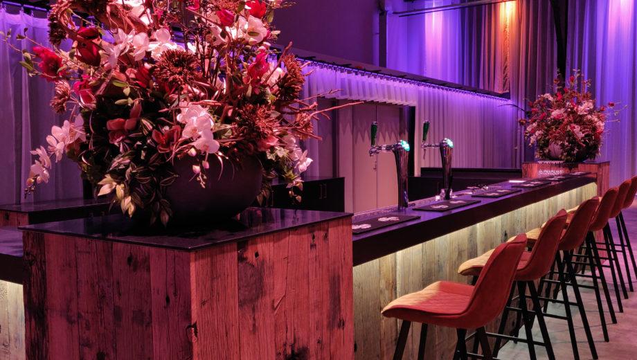 De bar in evenementenlocatie De Veiling Poeldijk