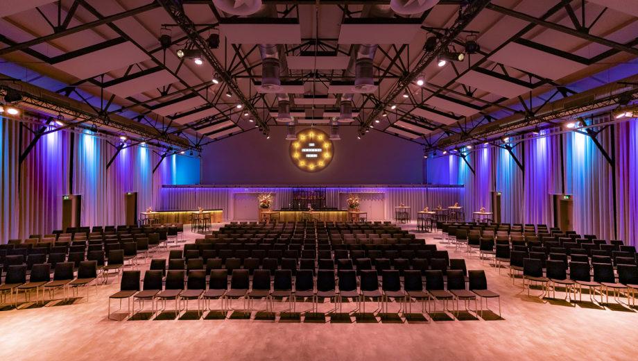 De zaal in congres opstelling - evenementenlocatie De Veiling Poeldijk
